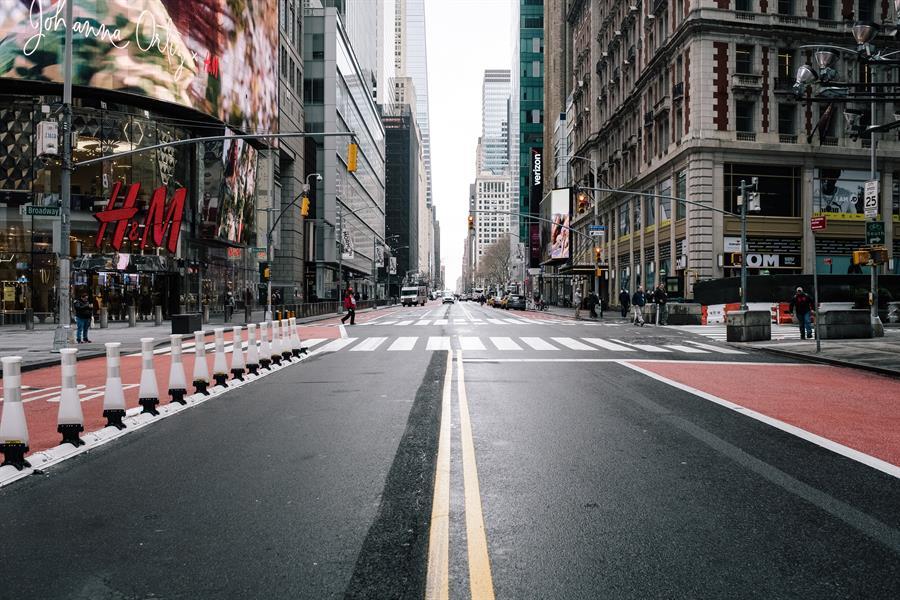 Vista de la calle 42 en Manhattan del 17 de marzo. Crédito: EFE