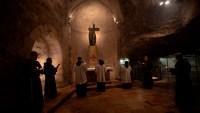 Cuarentena entre rezos: la vida dentro del lugar sagrado donde habrían sepultado a Cristo
