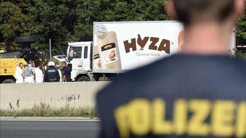 TLMd-austria-cadaveres-cuerpos-en-camion-EFE-11053789w