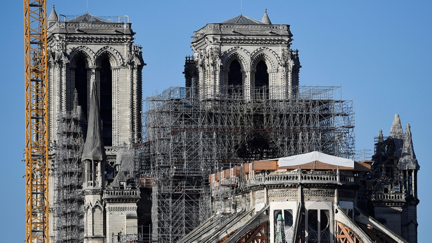 Catedral de Notre Dame en París con andamios