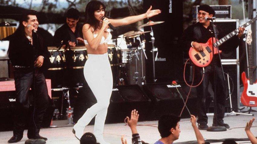 Actress Jennifer Lopez as Selena