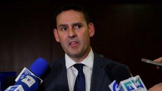 El alcalde de San Salvador, Ernesto Muyshondt brinda declaraciones a la prensa tras finalizar audiencia judicial en su contra en San Salvador.