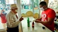 Casos de coronavirus se disparan en Latinoamérica y Bolsonero sale de paseo