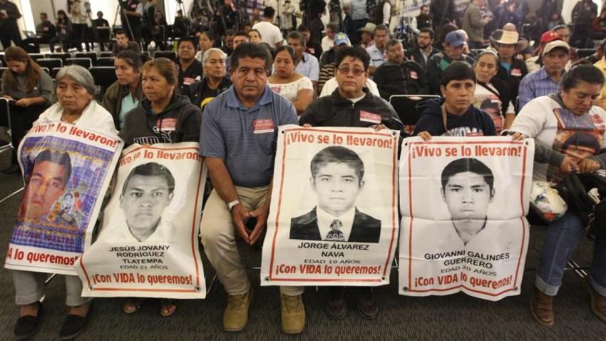 mexico-ayotzinapa-padres-2019