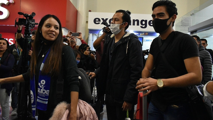 Estudiantes mexicanos regresan de China