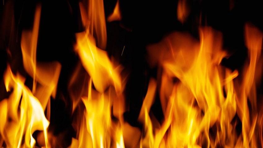 mujer quemada viva brujeria