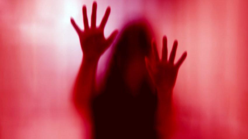 mujer-violada-rojo