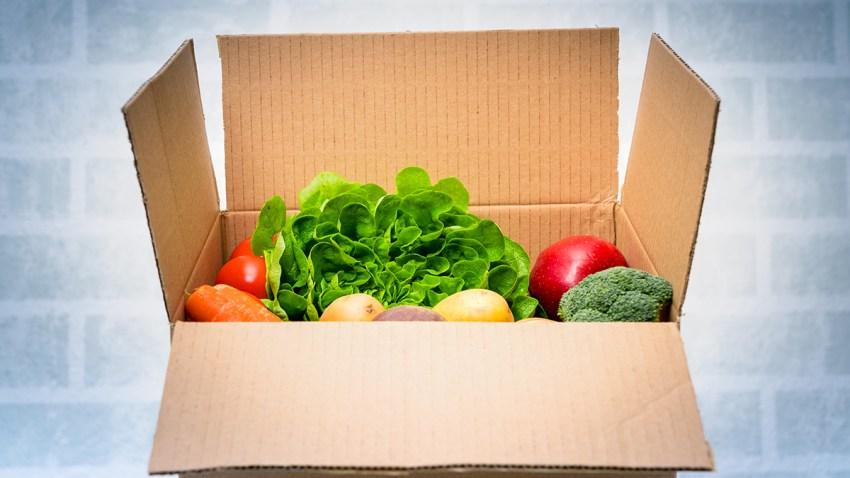 Caja de carton con verduras
