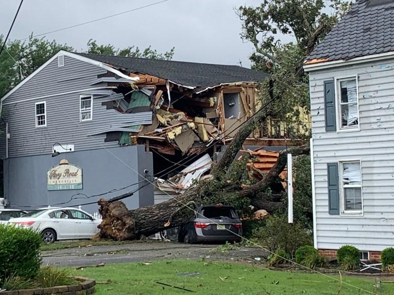 EN FOTOS: Isaías golpea área triestatal dejando destrucción por su paso