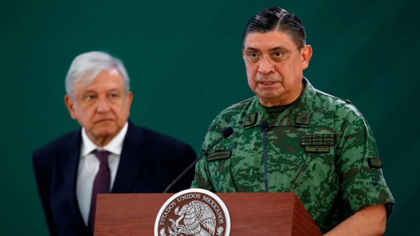 AMLO y el secretario de Defensa