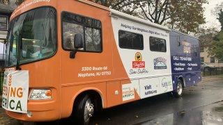 autobús de beneficios de la despensa de alimentos Fulfill
