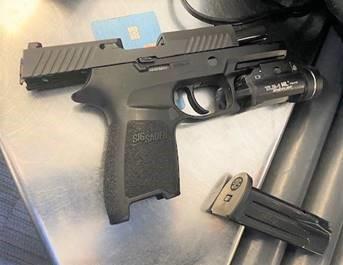 TLMD-arma-confiscada-aeropuerto-de-Newark-st