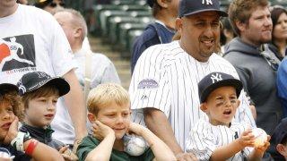 TLMD-Yankees-fans-NY-EFE