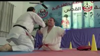 Karateca sin extremidades conquista la admiración mundial