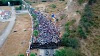 Caravana con 6,000 migrantes sigue detenida en carretera de Guatemala