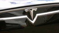 Tesla se resistió pero revisará casi 135,000 por falla que podría causar accidentes