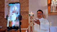 Padre Cheke, el sacerdote mexicano que arrasa en TikTok