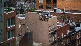 TLMD-rooftop-party-fiesta-en-techos-GettyImages