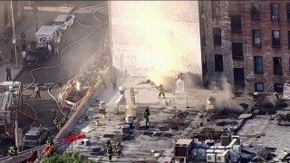 Gigantesco incendio arrasa con varios negocios en Queens