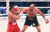 El británico Tyson Fury le arrebató el título al ucraniano Wladimir Klitschko en un intenso combate y es el nuevo rey de los pesos pesados.