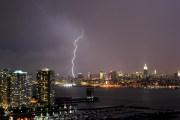 Poderosas tormentas se abren paso por nuestra área. Noticias en tiempo real