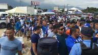 [FIFA2018] Las inmediaciones del Estadio Olímpico Metropolitano se llenan de hinchas hondureños esperanzados en clasificar a Rusia 2018. Foto: TelemundoDeportes