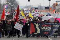 """Multitudinaria participación en """"Marcha de las Mujeres"""" en LA"""