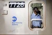 Unos 5.6 millones de personas usan el metro cada día para moverse por la ciudad de Nueva York. ¿Pero qué sabemos realmente acerca del transporte público?...