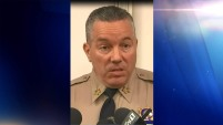 El Alguacil del condado de Los Ángeles explica como cinco disparos ocurrieron dentro de 16 segundos, durante tiroteo en escuela.
