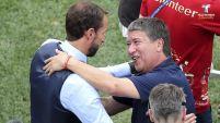 Al regresar el campo para jugar la segunda parte, el técnico de Panamá habló con Southgate.