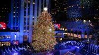 La Navidad ya llegó a Nueva York con el encendido el miércoles del árbol más famoso del mundo, el abeto noruego del Rockefeller...