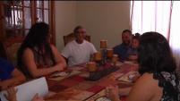Una familia ha estado dividida los últimos siete años tras una deportación. El jueves, en pleno día de acción de gracias, la familia volvió a reunirse después de...