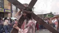 TIJUANA - Católicos conmemoraron el Viernes Santo con un viacrucis por las calles de Tijuana. Reportaje de Marinee Zavala.
