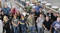 Un total de 16 de sus empleados a tiempo completo pudieron elegir una pistola de un valor de hasta $500.