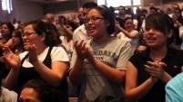 Son protestantes, alaban oran y se reúnen en congregaciones independientes y suman más de 72 millones de fieles. Aquí te contamos de los bautistas.