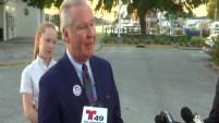 El alcalde saliente de la bahía de Tampa fue el primero en ejercer su derecho al voto a favor de Castor.