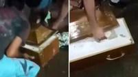 Las autoridades investigan si una mujer fue enterrada viva en una ataúd y murió dentro de él días después de ser sepultada, como contaron los familiares....