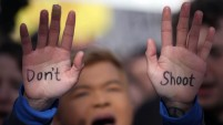 Convocadas por estudiantes sobrevivientes de la masacre en una escuela en Florida, decenas de miles de personas se congregaron este 24 de marzo en varias...