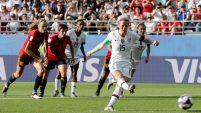 La capitana Megan Rapinoe golea a España y pone un pie en cuartos de final.