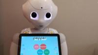 Es en Budapest, donde los robots toman los pedidos y se los llevan a los clientes en las bandejas.