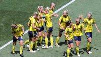 Linda Sembrant anota un golazo de cabeza para Suecia. Tailandia un gol abajo en el inicio del partido.