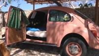 Enclavado en la selva maya de México se encuentra el Vocho Hotel, un lugar donde fueron reconvertidos en habitaciones varios coches de Volkswagen...