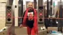 NYPD: Empleado de la MTA es brutalmente atacado . Noticias en tiempo real