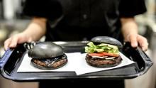 Hamburguesa negra causa sensación