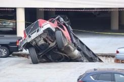 Camión cae dentro de masivo agujero en Quincy