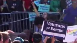 Interrumpen discurso de Sanders