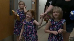 Emocionante: tres hermanitas reciben el regalo de la audición juntas