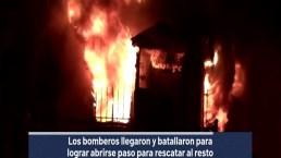 Incendio arrasa con una casa en Logan Heights, Dos muertos y tres heridos