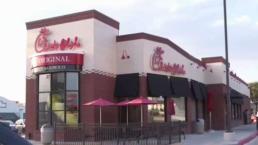 Residentes cuestionan decisión de prohibir a Chick-Fil-A abrir restaurante