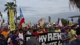 Protesta contra Roselló: a caballo y por mar